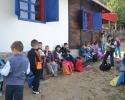 Deca ispred galerije