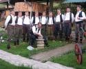 Muška pevačka grupa i grnčar u Terzića avliji