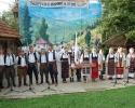 Ženska i muška pevačka grupa na manifestaciji Zlakusa u pesmi i igri