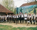 Ženska i muška pevačka grupa u Terzića avliji
