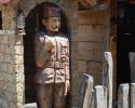 Drveni vojnik na straži u etno parku