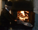 Pečenje pecivice u furuni na drva